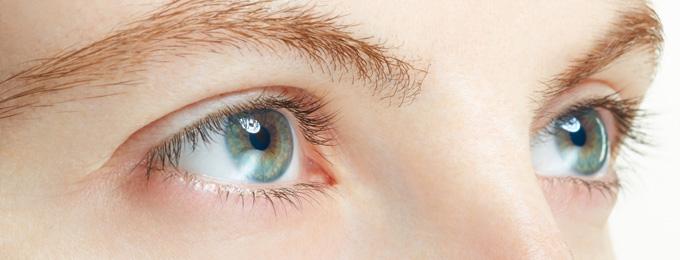 目もと・二重